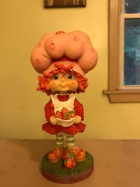 Strawberry shortcake bobble head  Dauphin, 17018