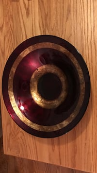Beautiful !!! maroon and gold glass bowl
