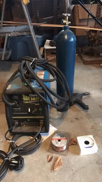 Clark 220V  spool feed welder. super low hours with tank Bowie, 20715