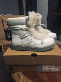 BNIB UGG size 10 Women's W Highland Waterproof Fashion Boot