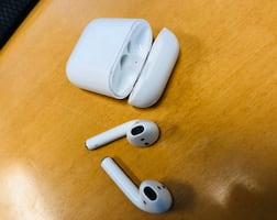 AirPods (1st Generation)