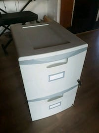 Filing cabinet - 2 drawers, lockable. North Vancouver, V7L 2M9