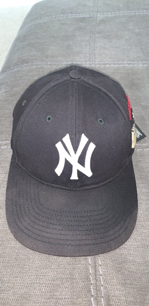 b09cedce022 Used Gucci Limited Edition New York Yankees SnapBack for sale in New York -  letgo