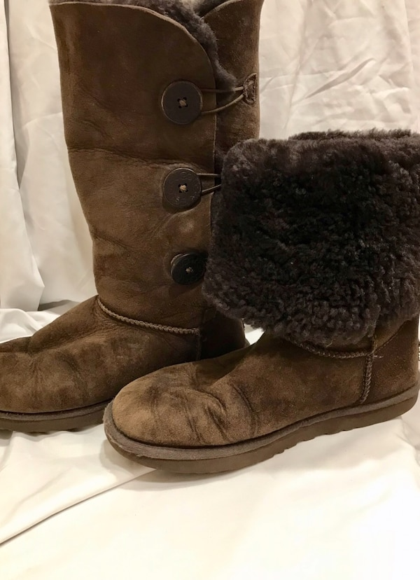 2116317e686 UGG Tall Brown Women's Size 8 (Missing Half Button & Ugg Tags)