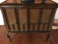 Cabinet with two matching end tables Chesapeake, 23322