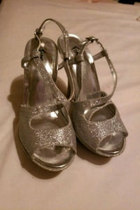 Glitter dress shoes (size 5) Middle River, 21220