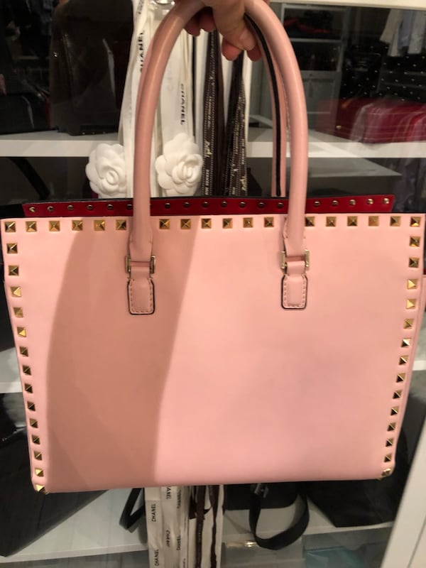 Authentic Valentino purse good condition comes with dust bag  96858d71-348d-4923-97bf-082f4b73b3cc