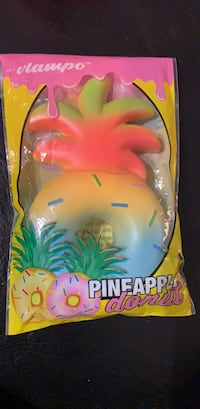 Vlampo pineapple squishy like new  Laval, H7T 1N3