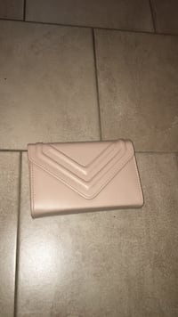 Nude Aldo clutch with removable chain Burnaby, V5A 2L9