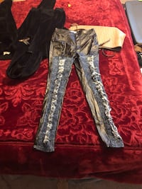 Vibrant distressed skinny jeans can fit on 11 Edgewood, 21040