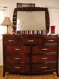 Like new modern solid wood big AMERICAN SIGNATURE  Annandale, 22003