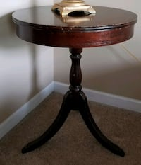 Antique Duncan Phyfe style side table Lansing