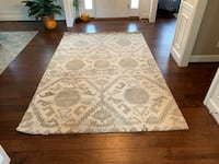 Crate and Barrel - Large 6x9 ft. Rug. Brand new. Never used. Comfy Aldie, 20105