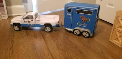 Breyer Trailer and Truck and Wood Folding Stable