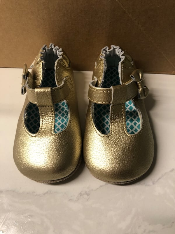 Robeez gold mary janes size 4, 6-12 months 1f22b9ce-834d-4106-a644-df73c3a70319