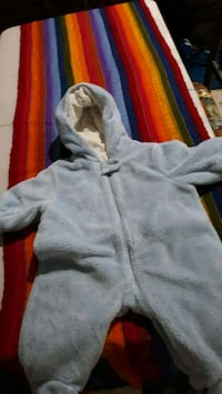 gray zip-up hoodie 3 a 6 meses. Silver Spring, 20902