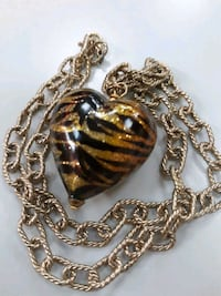 STUNNING GLASS HEART NECKLACE  Whitby, L1N