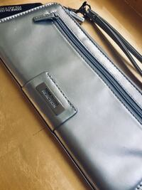 BRAND NEW Authentic KENNETH COLE REACTION Designer Wristlet with TAG