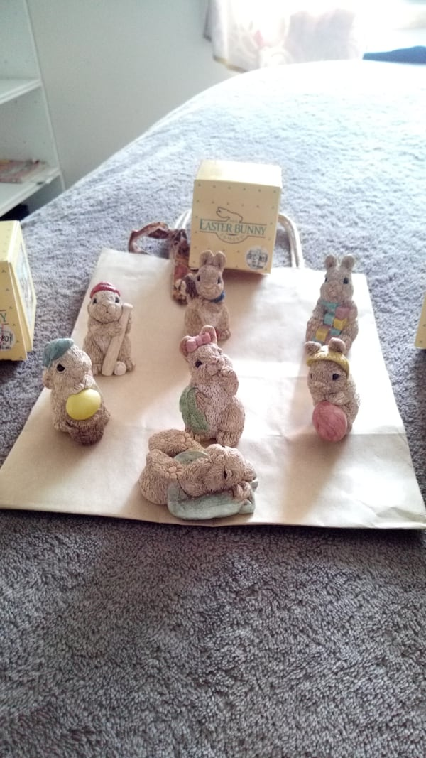 The Easter bunny family a3b815f3-d041-4453-9400-46268d2f890f