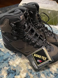 Men's Size 9 Loma Hiking Boots (New)