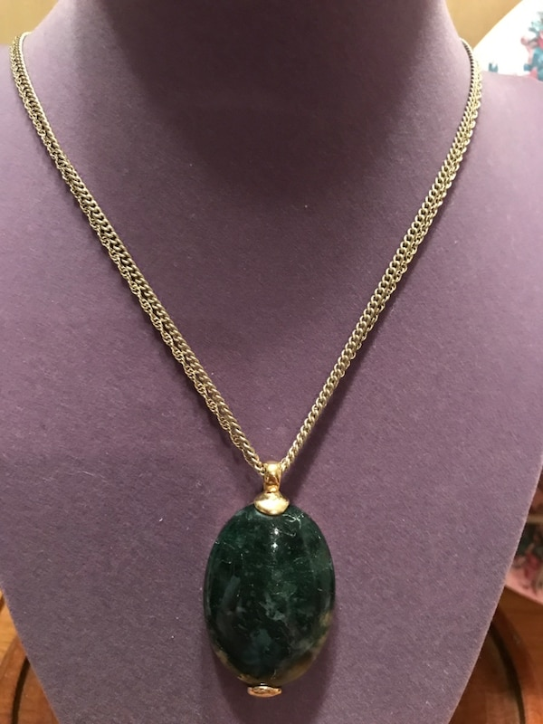 Gorgeous! Green Stone Gold Necklace