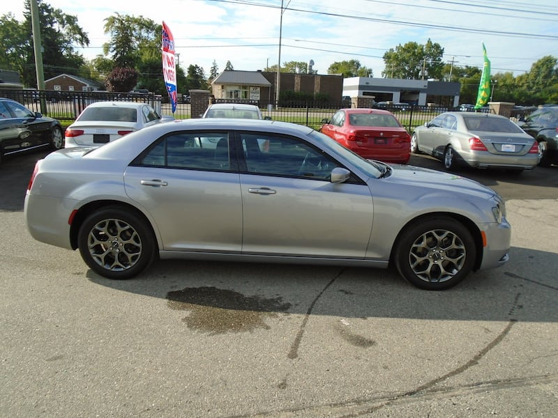 Chrysler 300 2016 8