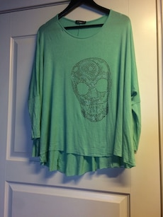 teal sugar skull print scoop neck long sleeve shirt
