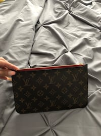 Lv pouchette authentic  Vaughan, L4J 9E2