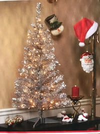 New 4 Foot Christmas Trees - Silver or Gold Los Angeles, 91326