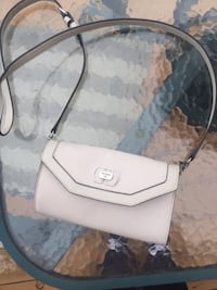 Guess crossbody  St Catharines