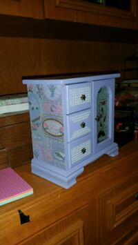 Super cute Jewelry box.  Regina, S4P 4W7