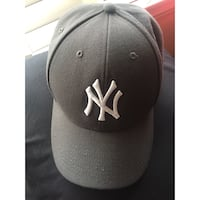black and white New York Yankees fitted cap Los Angeles, 90035