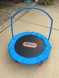 Little tikes trampoline  South Elgin, 60177