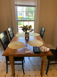 Table and chairs Leesburg, 20176