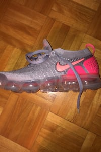 Vapormaxes size 9 women price negotiable
