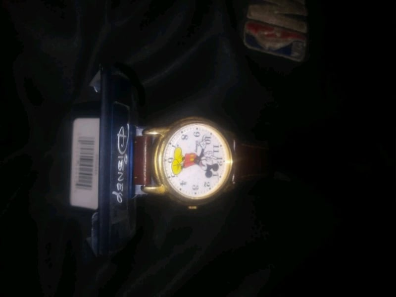 mickey mouse watch  eccefce2-81d7-45e4-84d9-fd241adc7100