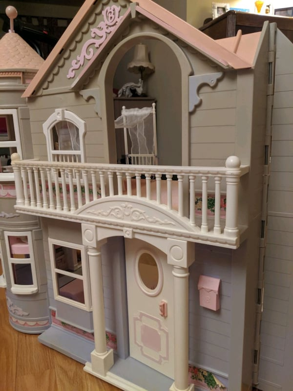 Barbie Victorian Dream House a7f6f0a3-7679-40dd-8e1e-15ef24e6883b
