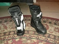 pair of black-and-white snowboard boots Bakersfield, 93308