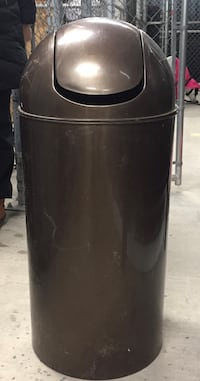 Bronzed 14 gallon plastic trash can - garbage can swing top