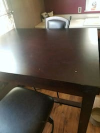 Table. 2 chairs Zanesville, 43701