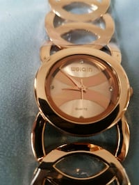 Women's watch in gold color. Brand New.in case  Toronto, M9V 5H7