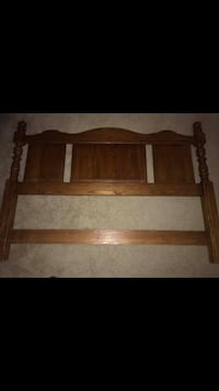 Queen size Pennsylvania House bed frame. Like New! MUST GO!! Derwood