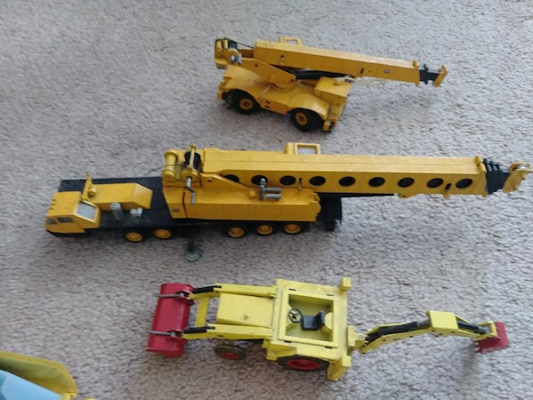 Collectibles metal construction equipment