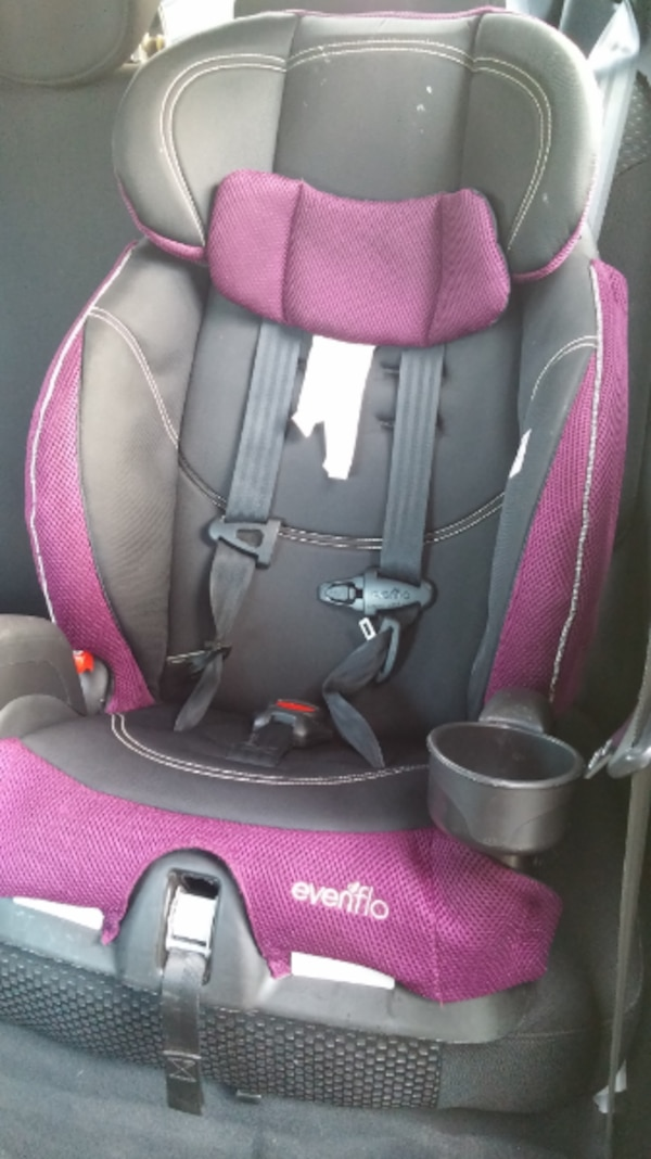 Babys Black And Pink Car Seat