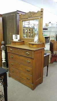Eastlake Chest with Mirror Mesa