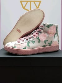 Coach  High Top Floral Designer Shoes Sz.10 Women's Pristine Condition Toronto, M3L 1S3