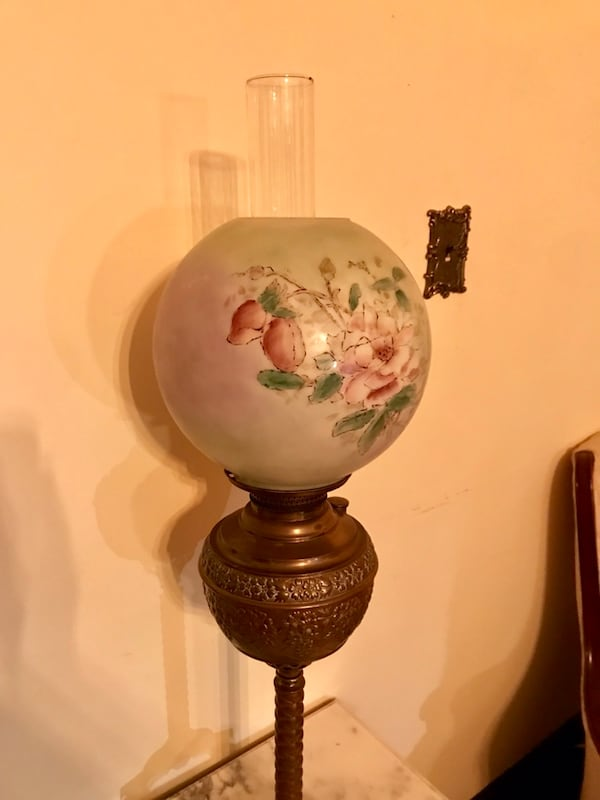 Antique parlor lamp (oil) f820196c-7c38-43fb-96a9-7629e0fd1263