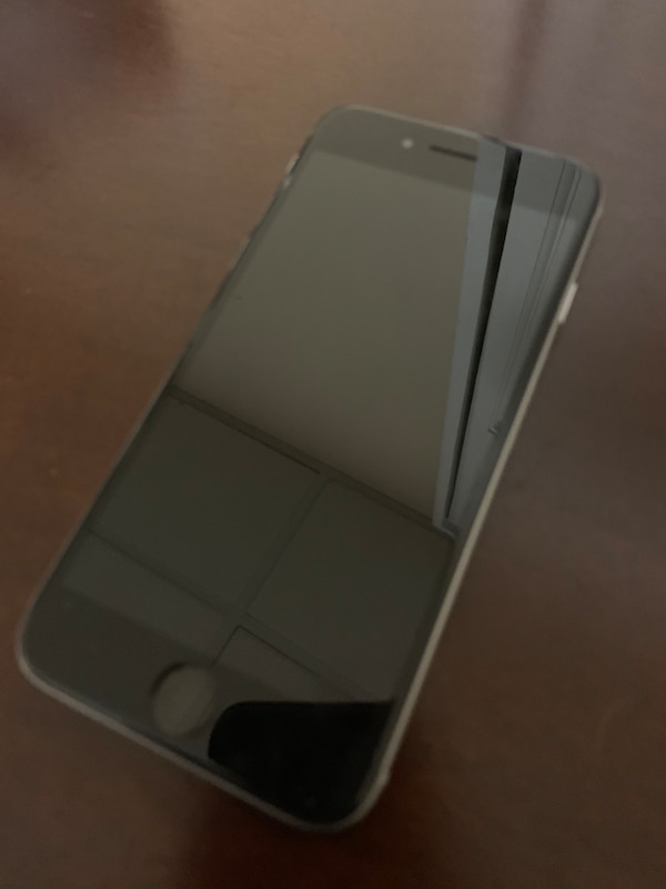 IPhone 6 with FREE pair of Bluetooth Earbuds