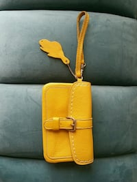 Roots leather wristlet. In great condition. Toronto, M3M 2B4
