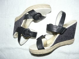 "Luvshoes Black 4"" Wedge Sandals, size 40, NEW - $55"